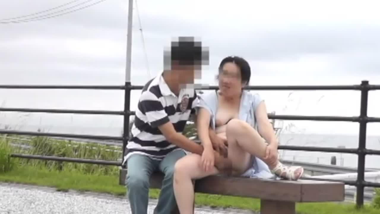 【個人撮影】母の友達と僕の変態露出旅行 続編